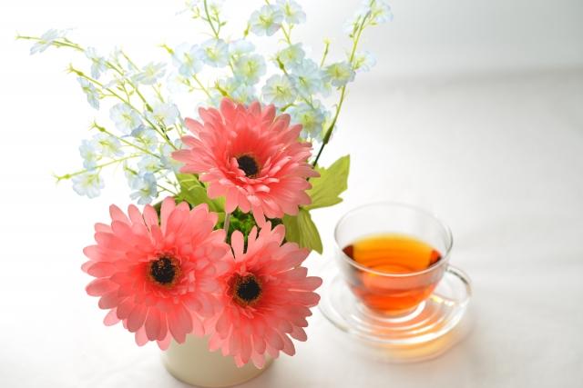 紅茶とガーベラ