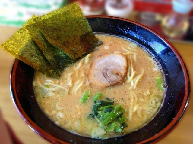 豚骨醤油ラーメン(家系)